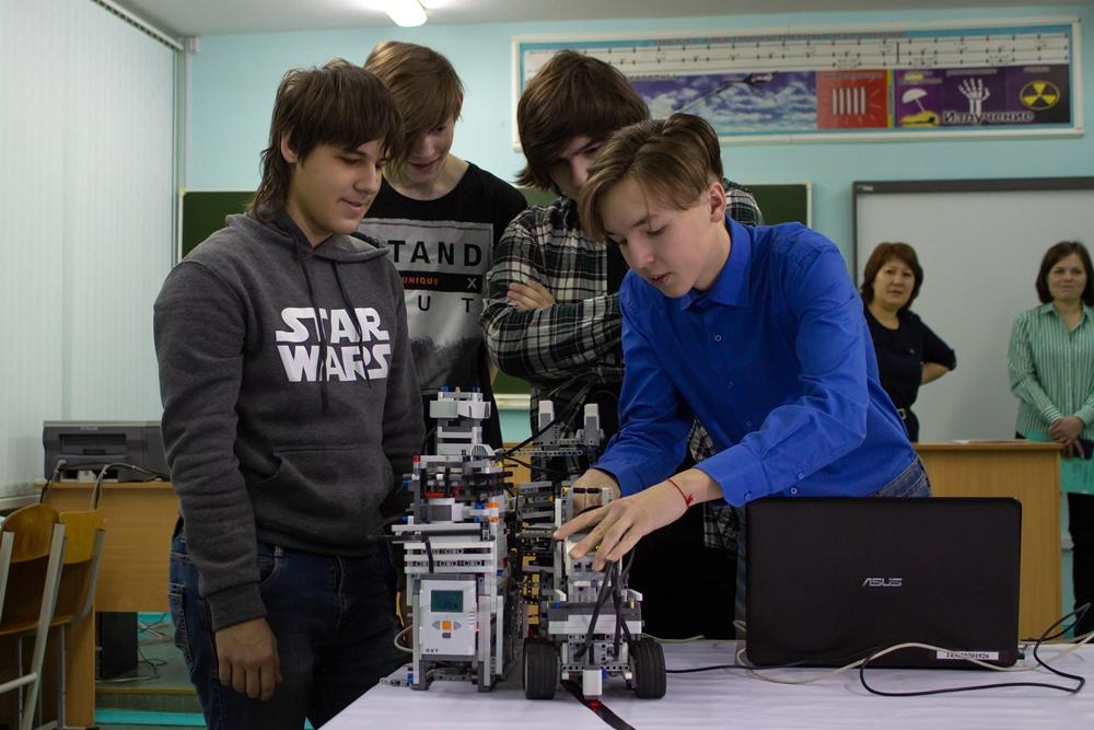 Команда Рощинской средней школы Сосновского района (Челябинская область), где учатся одни из самы