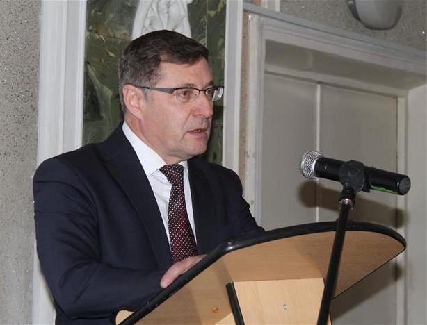 Главе Коркинского муниципального района (Челябинская область) Евгению Валахову в августе 2018 год