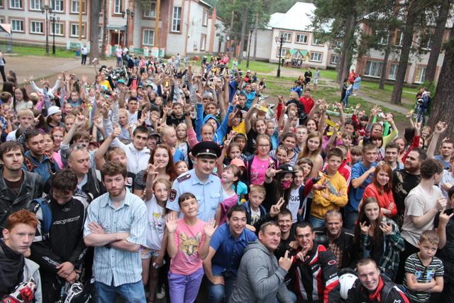 Как сообщили агентству «Урал-пресс-информ» в ГИБДД Челябинска, колона мотоциклистов в сопровожден