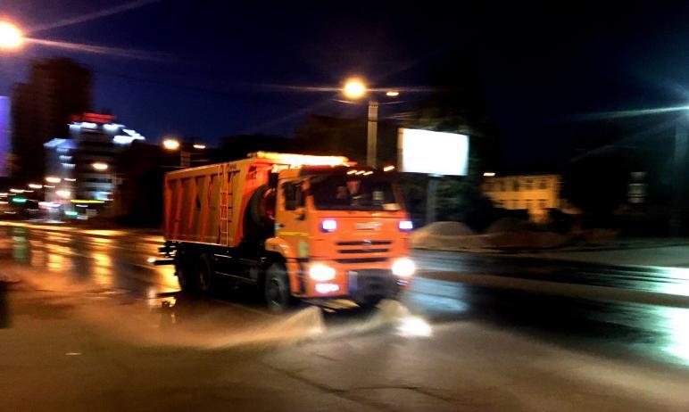 На этой неделе проезжие части Челябинска помоют с шампунем. Все подрядные организации уже закупил