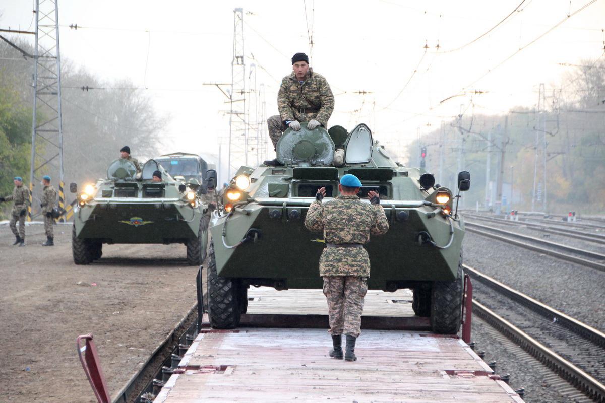 Как сообщил помощник командующего войсками ЦВО полковник Ярослав Рощупкин, личный состав и бронет