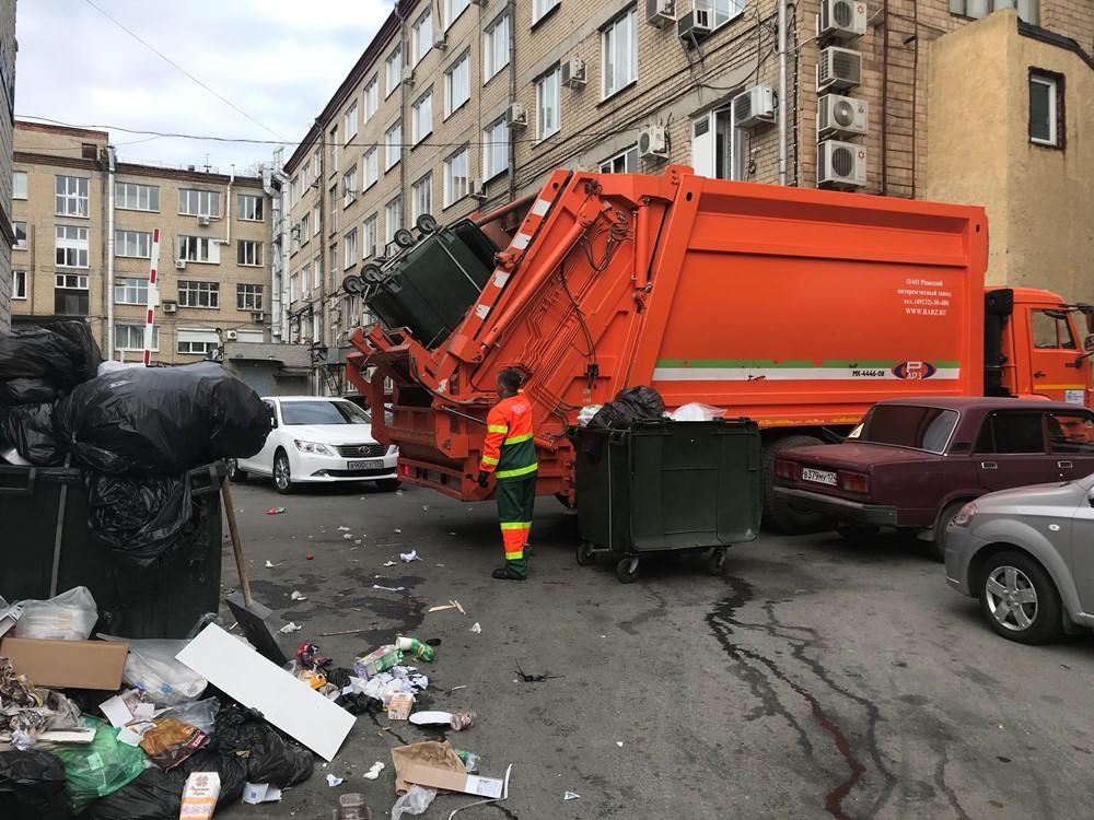 В Челябинске в течение этой и следующей недель старые железные контейнеры заменят на современные