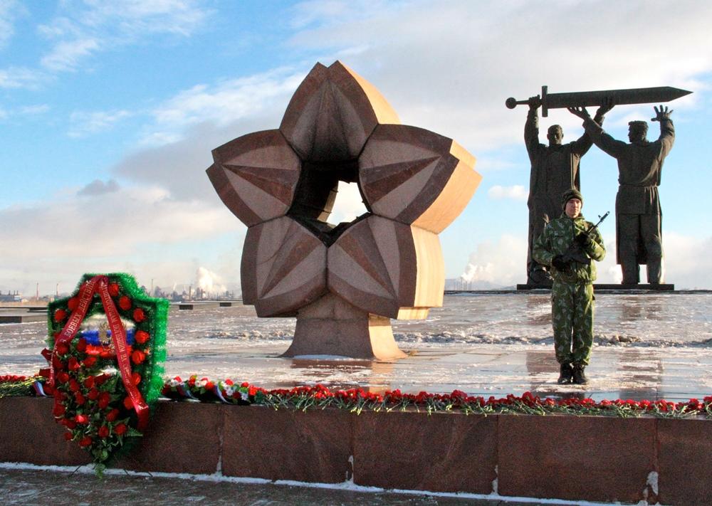 Со словами приветствия к собравшимся обратился глава города Виталий Бахметьев. «Внешняя обстановк