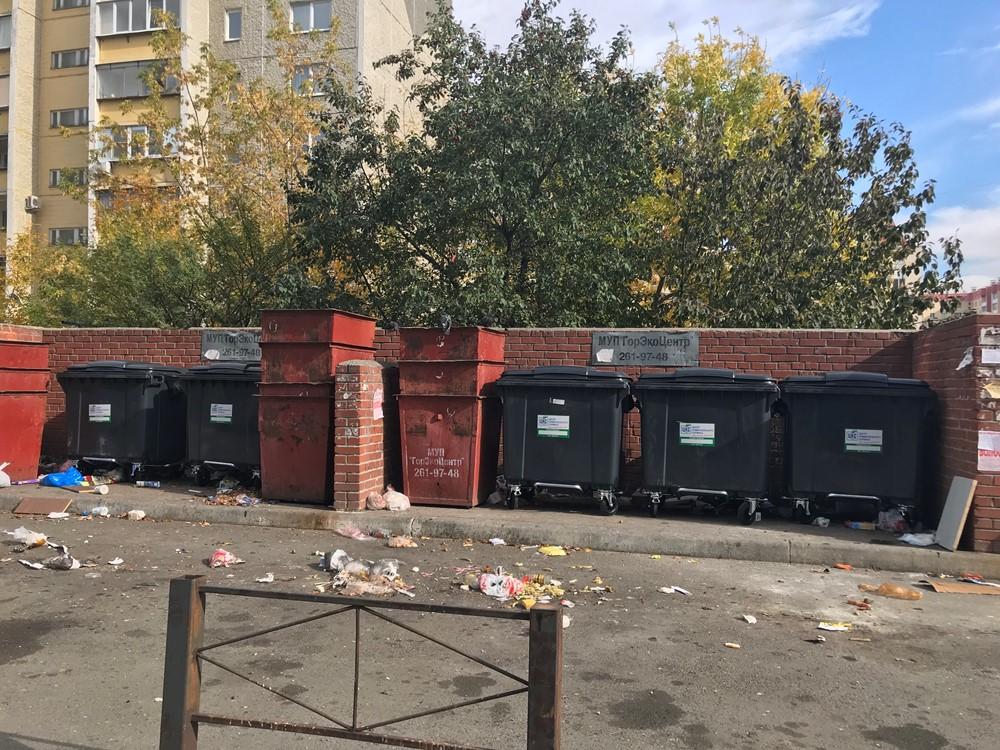 В Челябинске сегодня, четвертого октября, вовсю устанавливают новые контейнеры – в столицу Южного