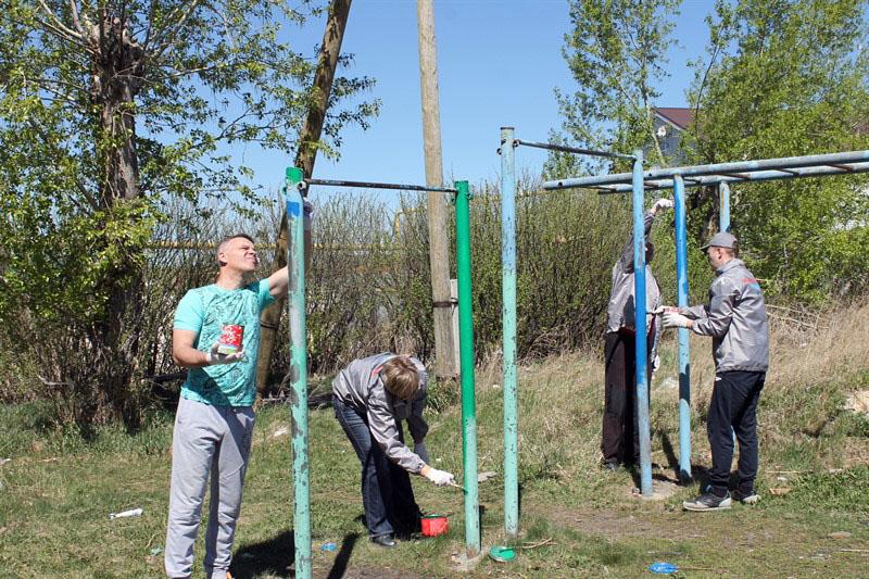 Челябинские активисты ОНФ привели в порядок детскую площадку в поселке Северный Сосновского район