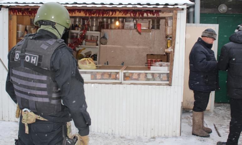 В Златоусте (Челябинская область) во время облавы, который устроил на рынке ОМОН, бабушка подошла