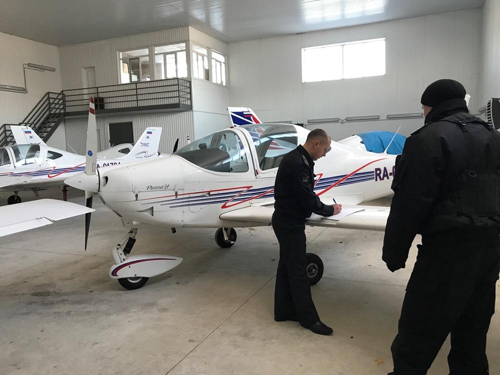 Более десятка самолетов авиационной компании «ЧелАвиа» арестованы судебными приставами межрайонно