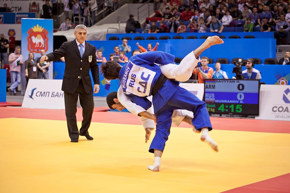 Чемпионом Европы-2012 в категории до 60 килограммов стал Беслан Мурданов, уложивший на татами ар