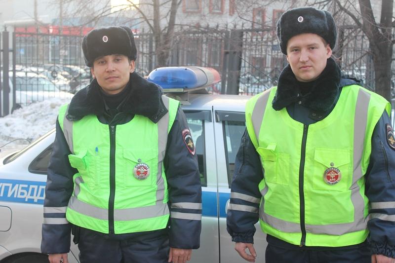 Полицейские Челябинской области спасли женщину с двумя маленькими детьми. Их автомобиль заглох на