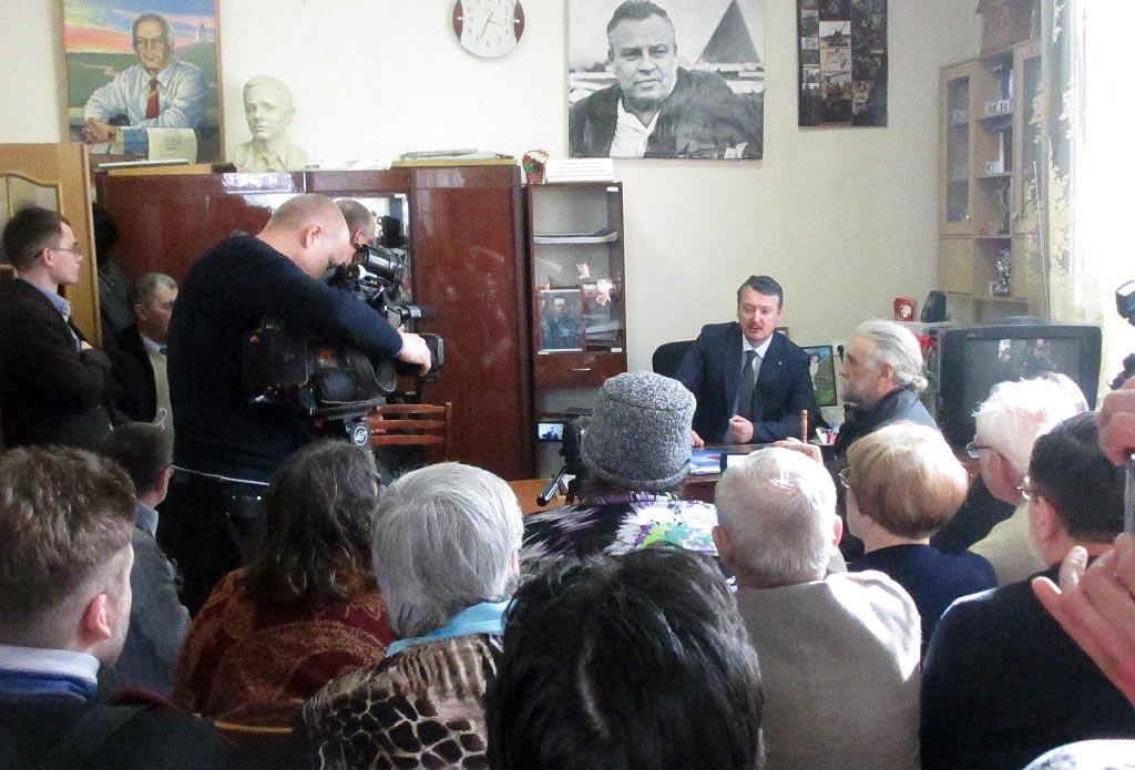 Отвечая на вопросы челябинцев, Игорь Стрелков заявил, что комитет не ставит задачу борьбы за поли