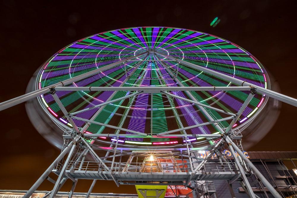 Высота колеса – больше семидесяти метров, что делает его вторым по величине в стране. С верхней т