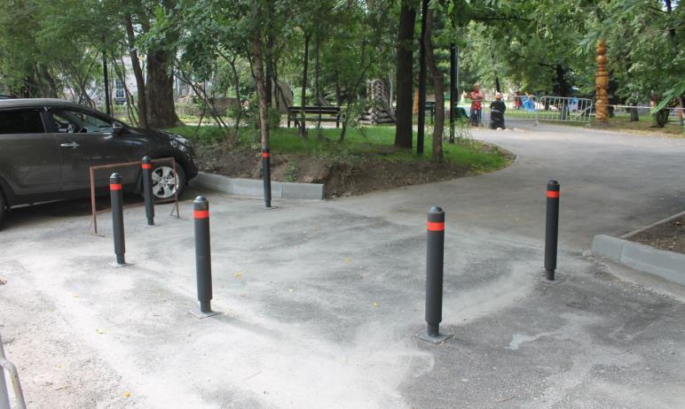 При благоустройстве новой пешеходной зоны в Советском районе Челябинска – вдоль городского сада и