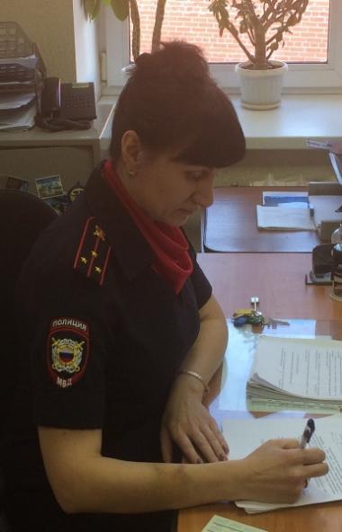 Дознаватель отдела внутренних дел из Чебаркуля (Челябинская область) Татьяна Куликовских задержал
