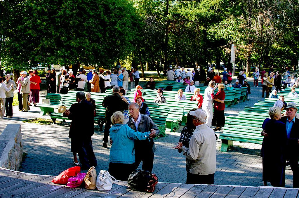 Об этом заявил премьер-министр РФ Дмитрий Медведев на встрече с пенсионерами в Центре реабилитаци