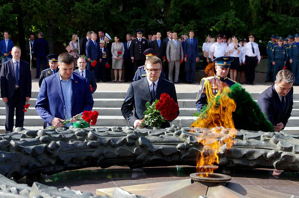 Сегодня, 22 июня, в День Памяти и скорби в Челябинске состоялось возложение венков и цветов к Веч