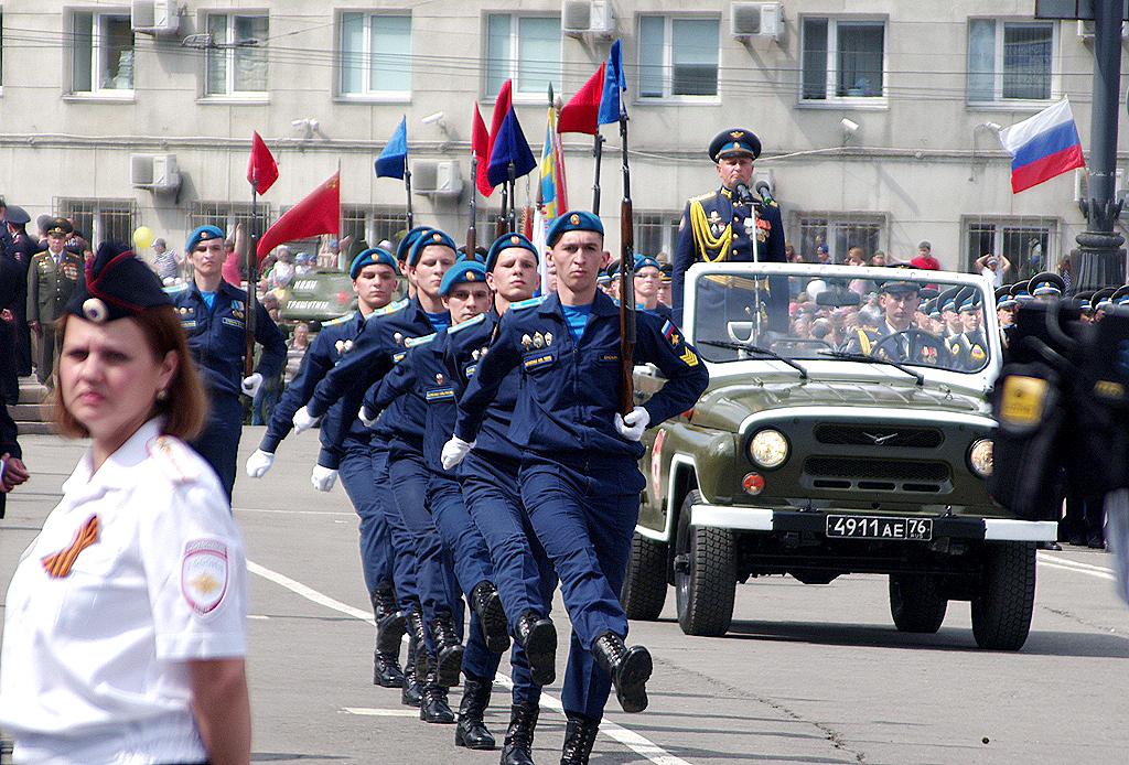 В Челябинске 9 мая на площади Революции состоялось торжественное построение челябинского гарнизон