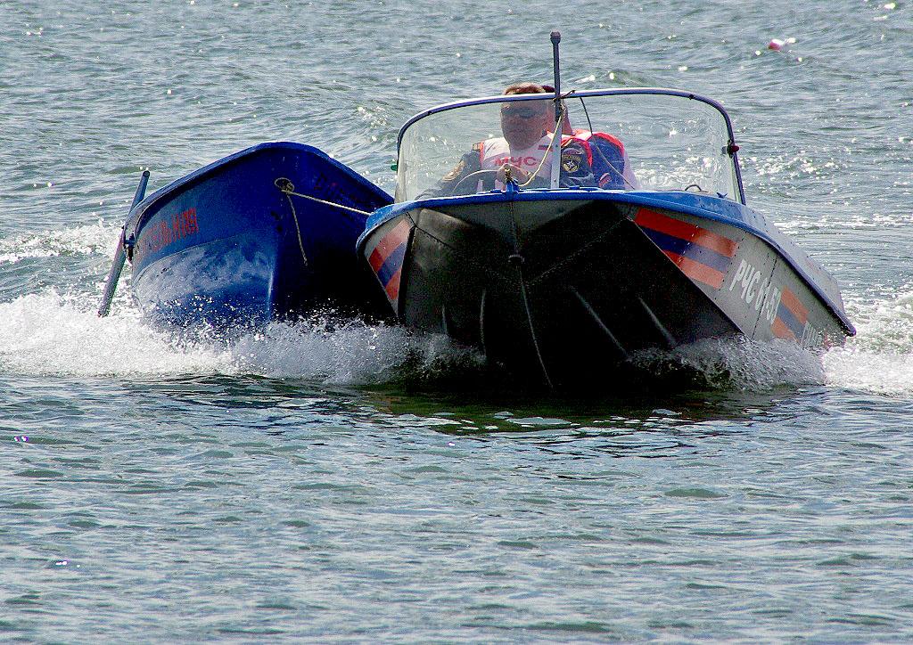 В Челябинске вчера, 25 июля, в Ленинском районе матросы спасли трех купальщиков: женщину на катам