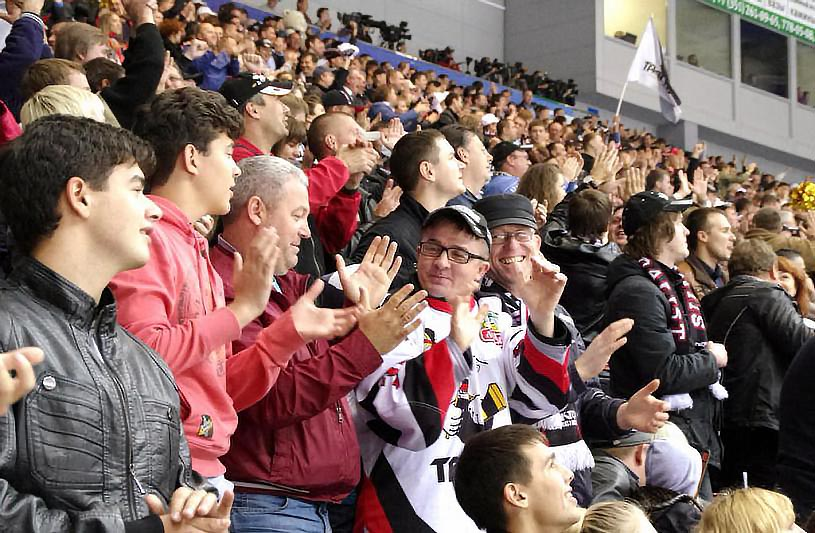 Судьбу матча решил второй период, в котором хоккеисты «Лады» забросили в ворота Майкла Гарнетта т