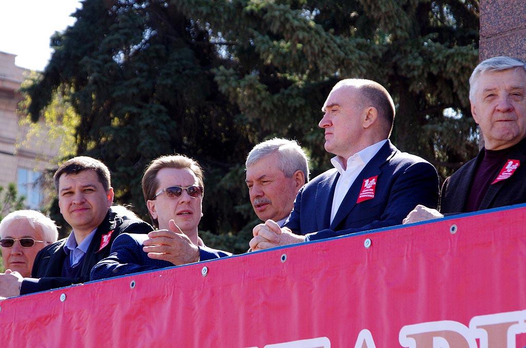 В Челябинске на митинге-концерте на Театральной площади собрались около 5 тысяч представителей пр