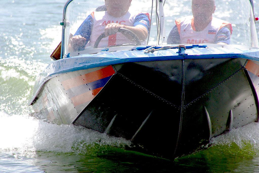 В Челябинске вчера, 22 июля, двое едва не утонули на озере Смолино. Молодых людей около восьми ве