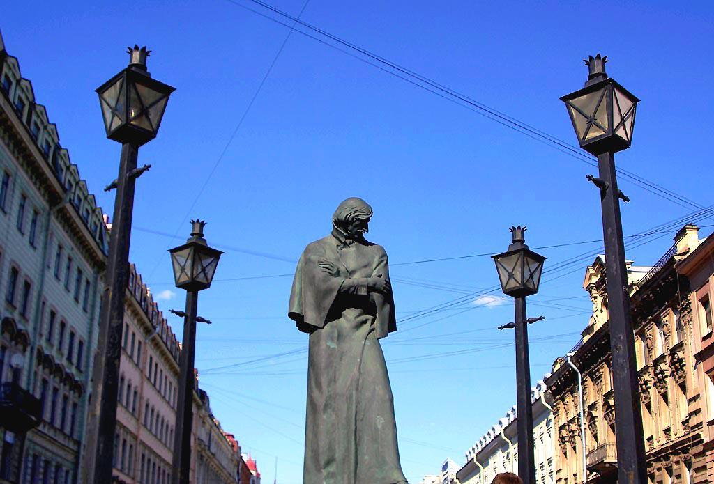 Таким образом библиотекари уже второй год подряд отмечают день рождения Николая Васильевича Гогол