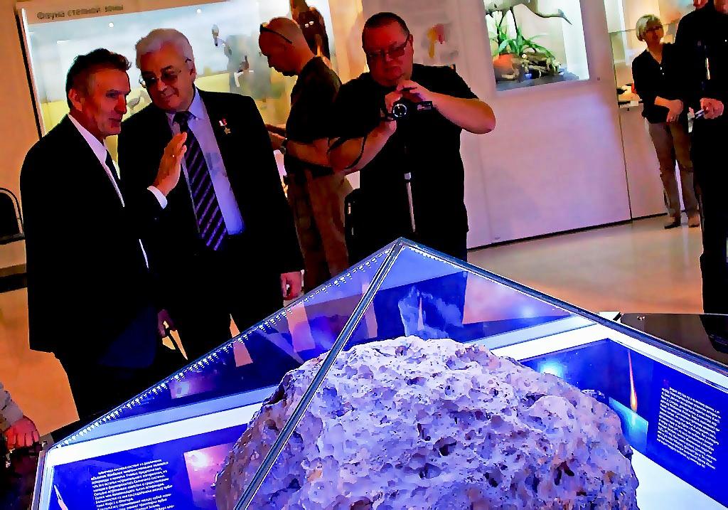 Главным символом Челябинска признан метеорит. Верблюд, который долгое время держался на первом ме