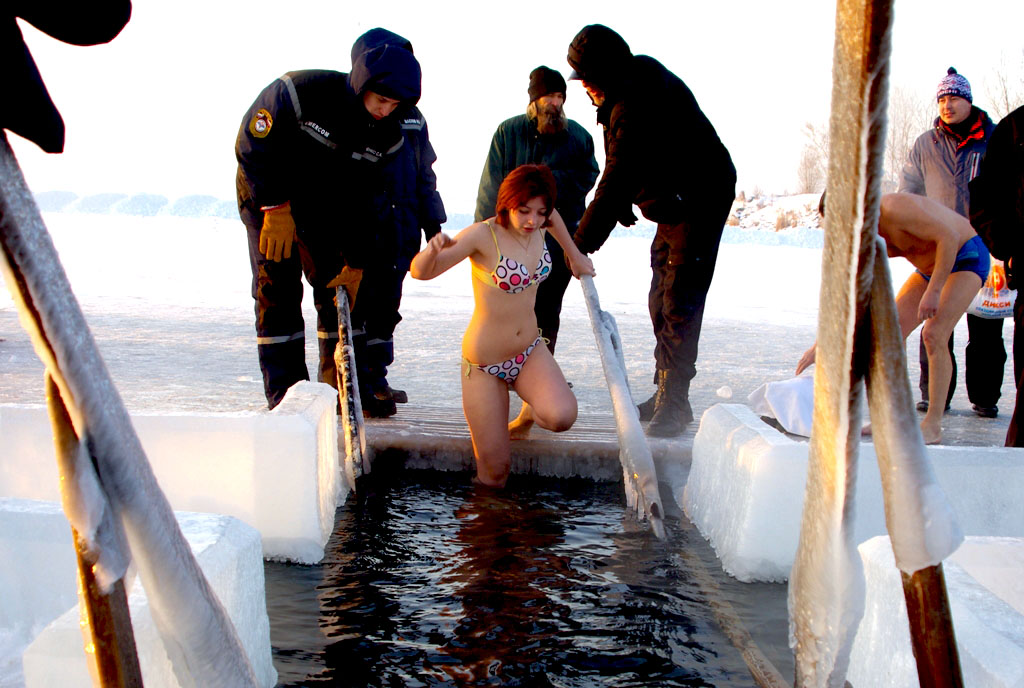 Медики предупреждают жителей Челябинской области о возможных последствиях купания в купели для зд