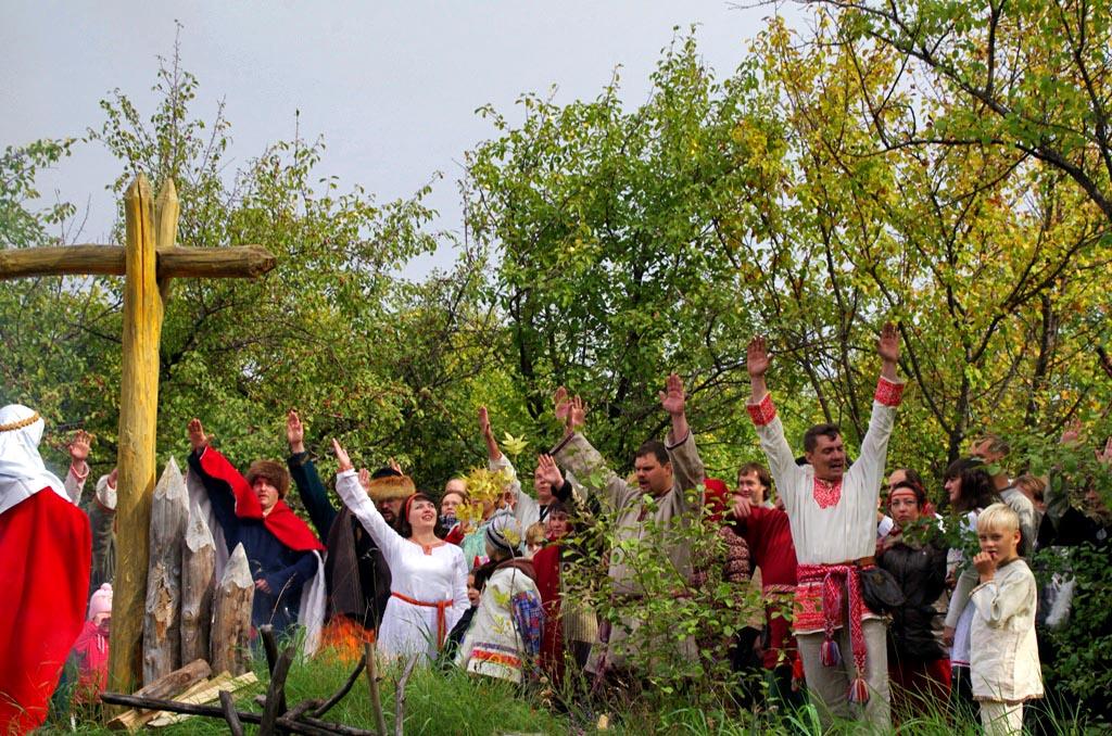 Осенины - это древний праздник восточных славян прощания с летом и встречи осени. Праздник посвящ