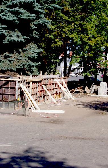 В Челябинске в разгаре реконструкция Аллеи Славы. На время ремонтно-восстановительных работ движе