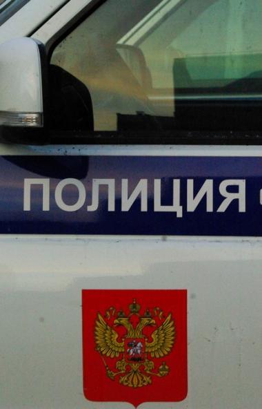 Челябинские полицейские задержали таксиста, который продал найденный в салоне автомашины сотовый
