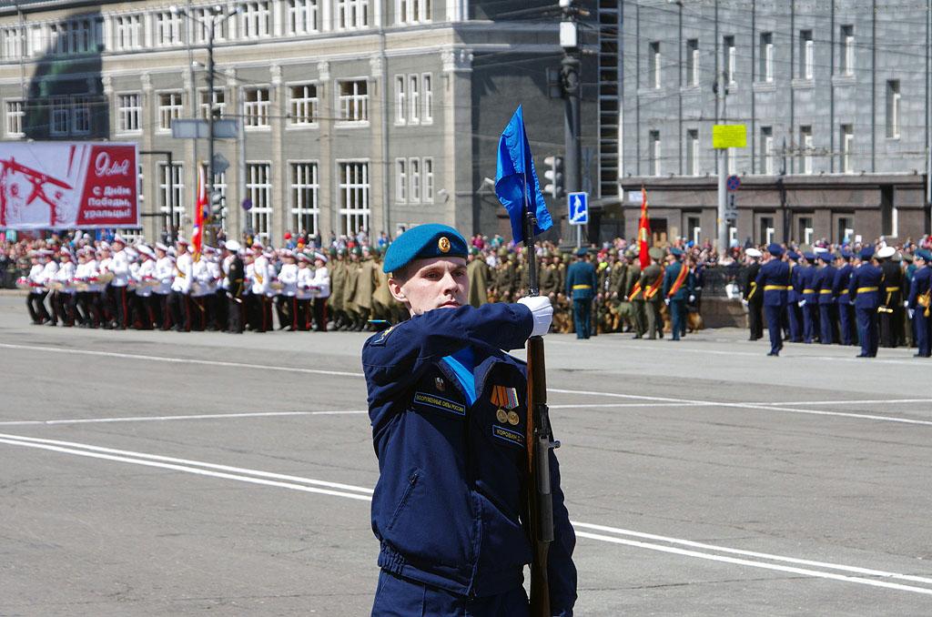Более двух тысяч человек и 50 единиц техники приняли участие в состоявшемся сегодня, 9 мая, в Чел