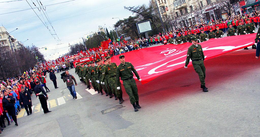 В Челябинске сегодня, 9 мая, в пятый раз состоялась акция «Бессмертный полк». Десятки тыся