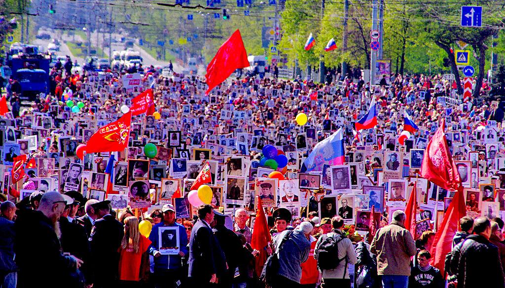 В своем поздравлении Борис Дубровский подчеркнул государственное значение праздника и отметил под