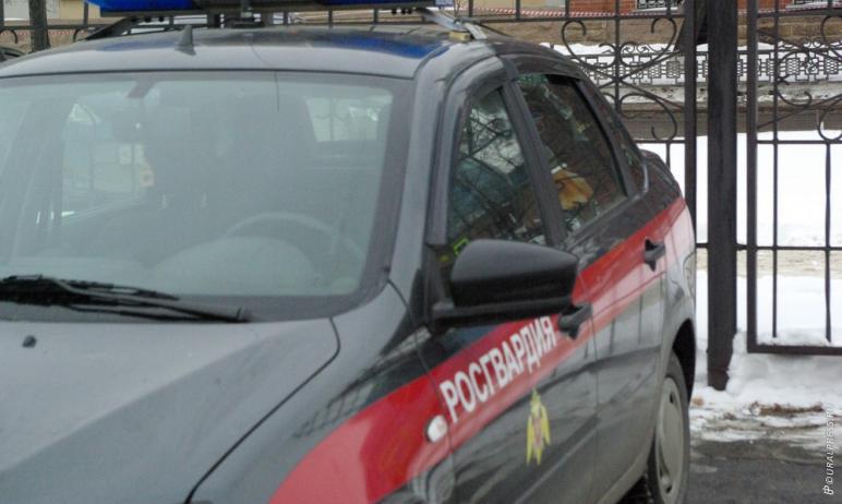 В Магнитогорске (Челябинская область) сотрудники Росгвардии задержали мужчину, который пытался в