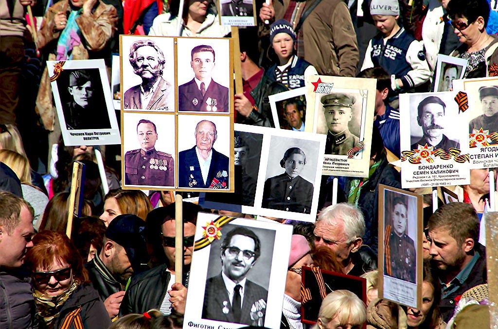Участники «Бессмертного полка» прошествовали по проспекту Ленина от улицы Елькина до «Детского