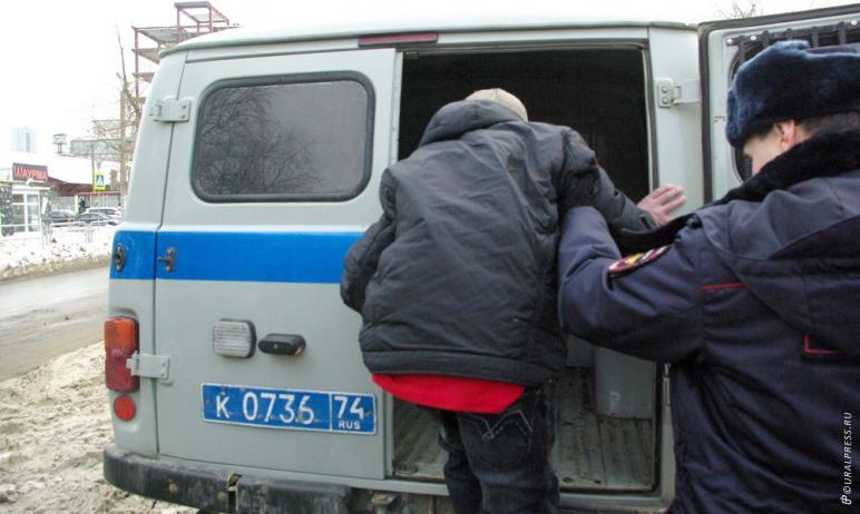 Челябинские полицейские задержали 50-летнего мужчину, которому заочно предъявили обвинение в банд