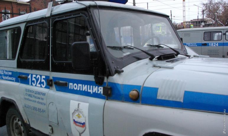 В Челябинске полицейские задержали двух молодых людей, которые, являясь сотрудниками автомойки, р