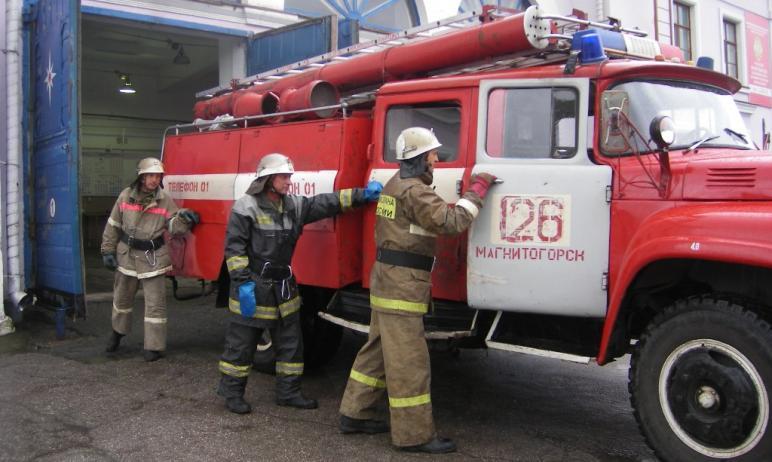 В Магнитогорске (Челябинская область) жителей ночью разбудил сильный грохот. Возле одного из домо