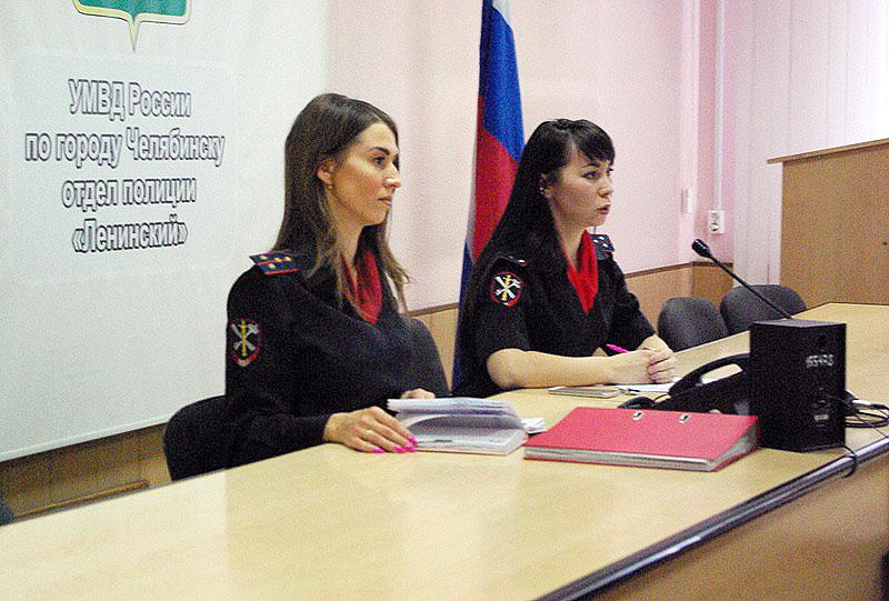 Челябинские полицейские встретились со студентами колледжа ЧелГУ, которые обучаются на специально