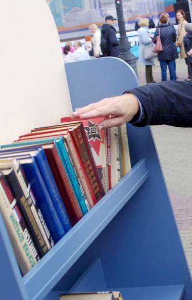 В библиотеке №36 поселка Полетаево продолжаются работы по модернизации. В ближайшее время здесь б