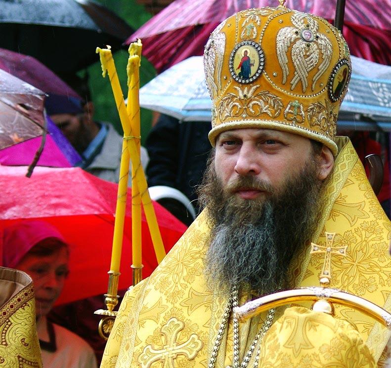 Как сообщили агентству «Урал-пресс-информ» в Челябинской епархии, архипастырь вместе с настоятеле