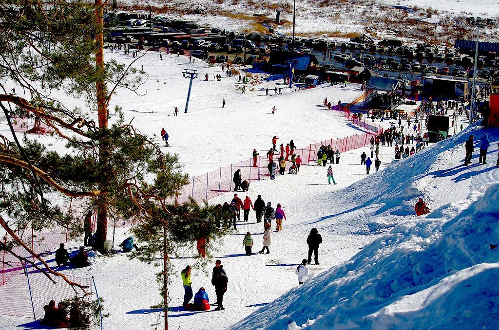 Как сообщила главный организатор лагеря «Лыжи мечты» Аида Максимова, на горнолыжном курорте посел