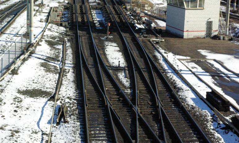 В четверг, 18 марта, на железнодорожном переезде рядом с Чурилово (Челябинск) грузовой поезд прот