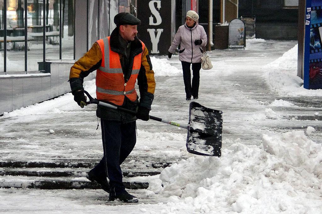 Елистратову не хочется, чтобы кучи снега, которые не убираются в Челябинске, теперь прозвали его