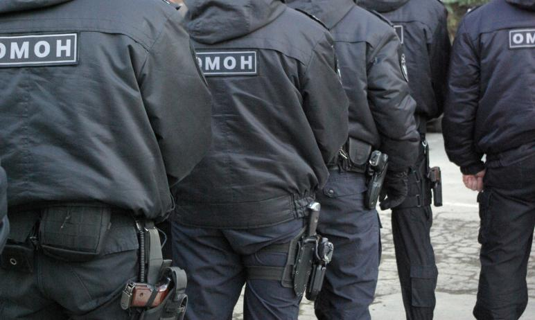 Сотрудники полиции Челябинска при поддержке бойцов ОМОН управления Росгвардии задержали троих под