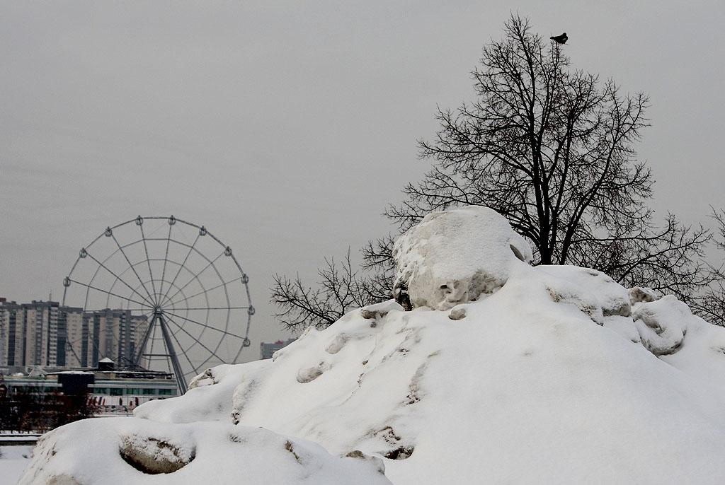 Среди челябинцев, активно выкладывающих в соцсети фотографии с кучами грязного снега, появилось м