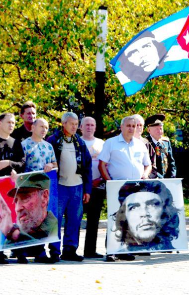 Южноуральские «кубинцы» сегодня, 14 сентября, развернули в Челябинске на Аллее славы кубинские фл