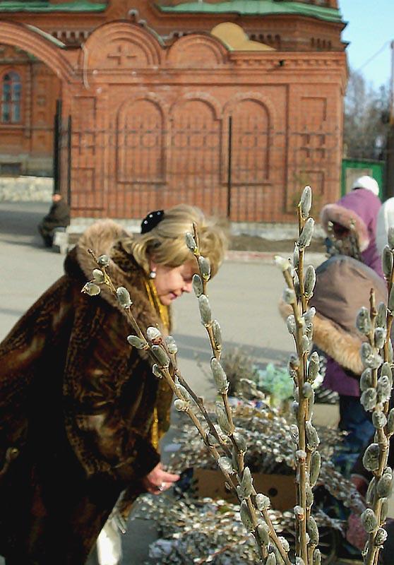 В старину в Москве в пятницу и субботу Вербной недели на Красной площади вдоль всей Кремлевской с