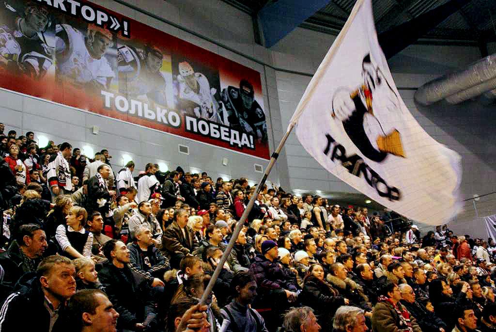 «Трактористы» в этом сезоне уже встречались с «Динамо» на своем поле и обидно проиграли, пропусти