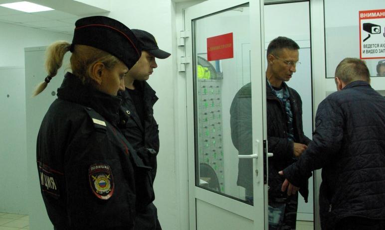 Полицейские продолжают доставлять в Центр временного пребывания лиц, находящихся в состоянии алко